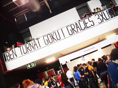Pancarta Ben Tornat Goku! Gràcies 3XL!